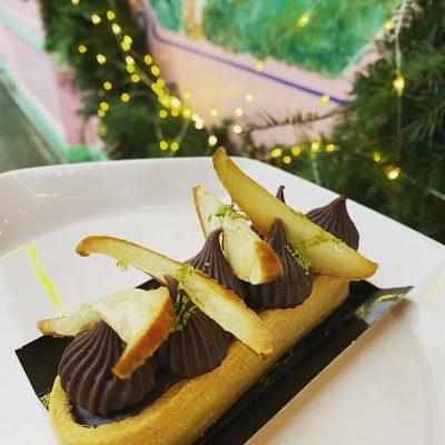 Tarte ganache chocolat et poire pochée, par Marine Bavant à la Briacine